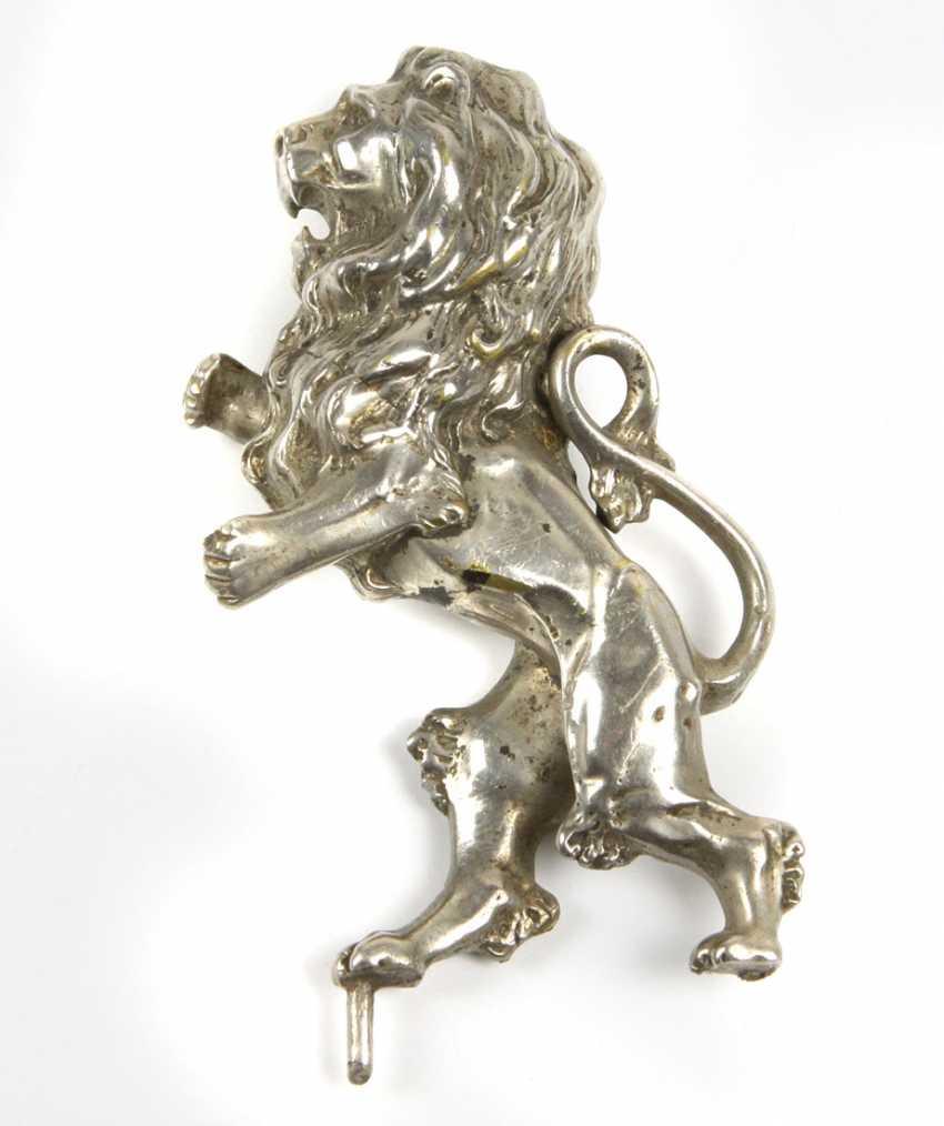 Lion sculpture - photo 1