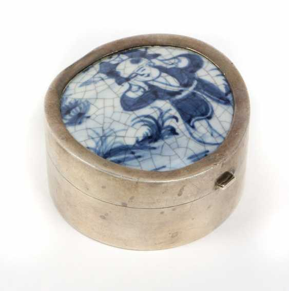 Silver box with ceramic lid - photo 1