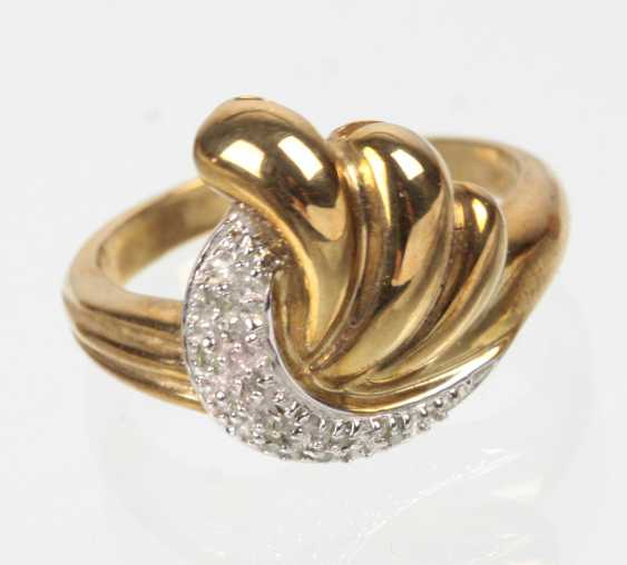 Ring with diamonds - yellow gold 333 - photo 1