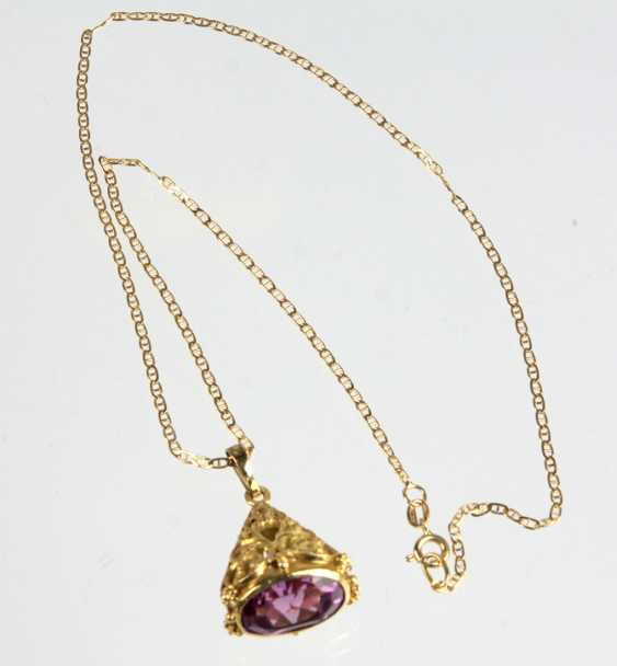 Amethyst pendant on chain - yellow gold 750 - photo 1