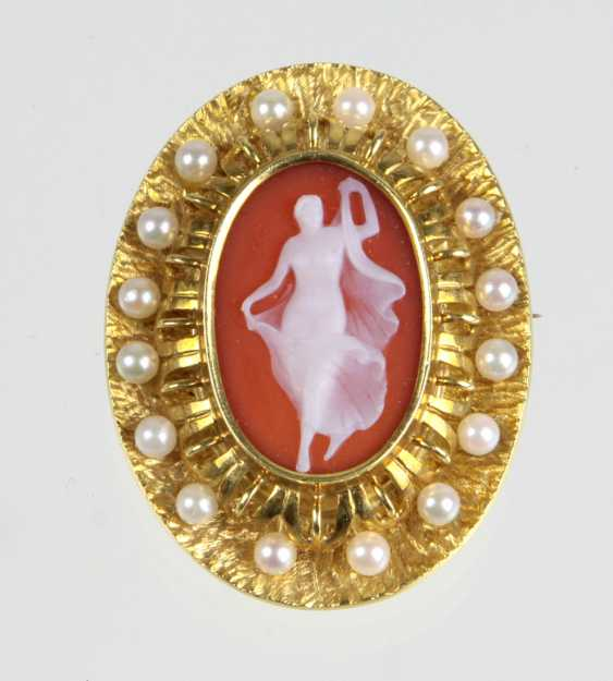 Pearl brooch with cameo - yellow gold 750 - photo 1