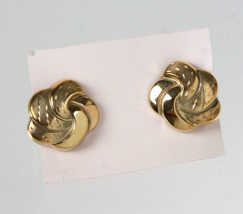 Pair of gold clip-on earrings - yellow gold 333 - photo 1