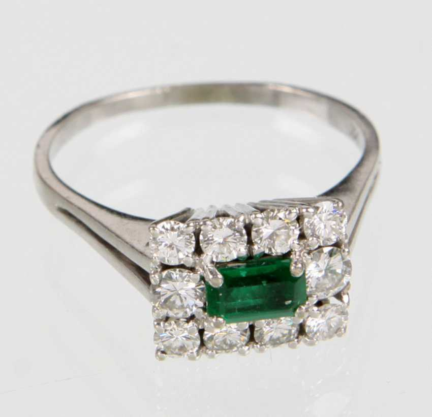 Emerald Ring with diamonds - white gold 750 - photo 1