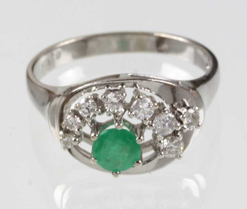 Emerald Ring with diamonds white gold 585 - photo 1