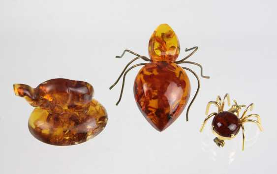 2 amber brooches, etc - photo 1