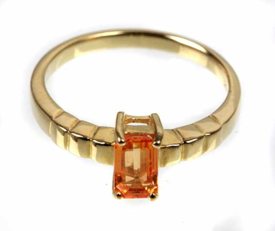 Ring with orange sapphire in yellow gold 375 - photo 1