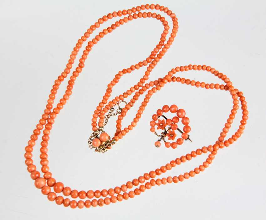 a two-row coral necklace circa 1860 - photo 1