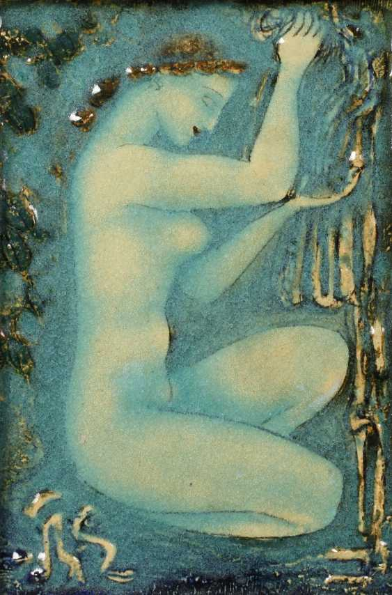 Wall plate squatting female Nude - photo 1