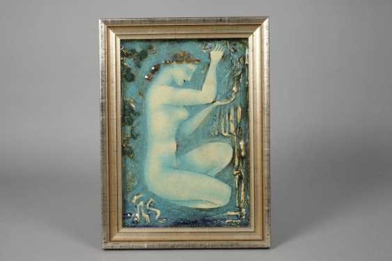 Wall plate squatting female Nude - photo 2