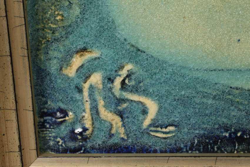 Плита стены стоящей на корточках обнаженная женщина - фото 3