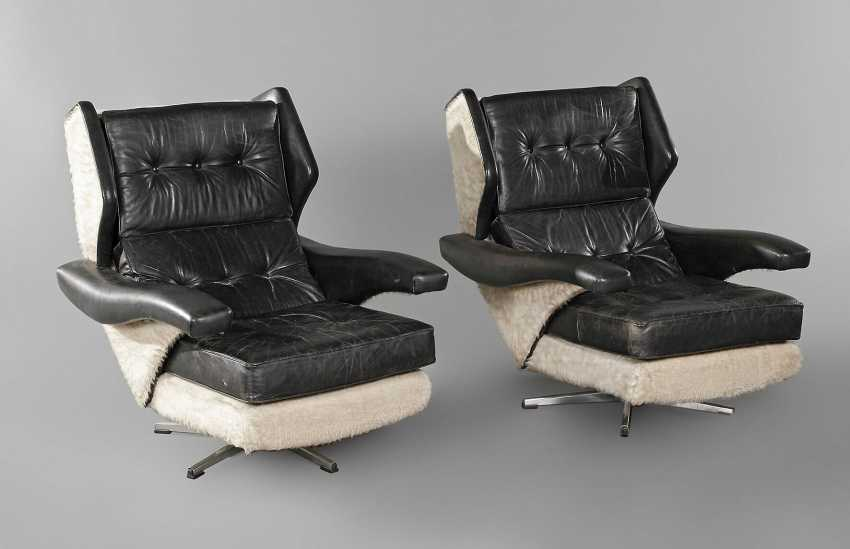 Pair Of Swivel Chairs Leather - photo 1