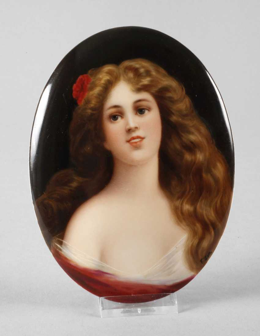 Porcelain plate with girl portrait - photo 1