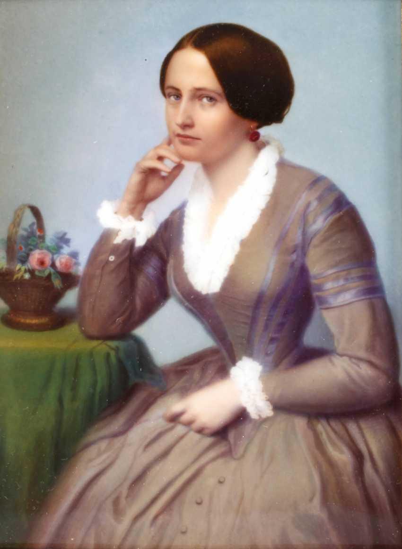 Porcelain plate with a half-figure portrait - photo 1