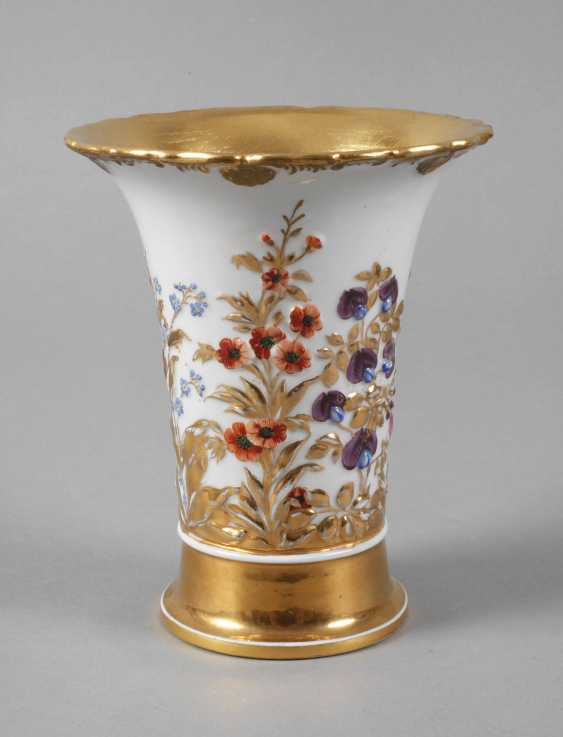 Meissen relief vase with flowers decor - photo 1
