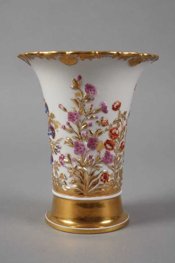 Meissen relief vase with flowers decor - photo 2