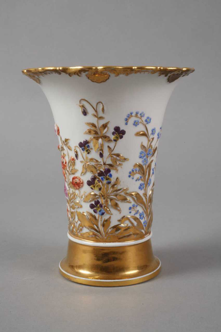 Meissen relief vase with flowers decor - photo 3