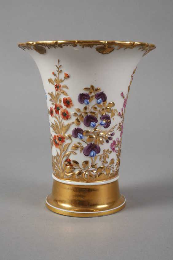 Meissen relief vase with flowers decor - photo 4