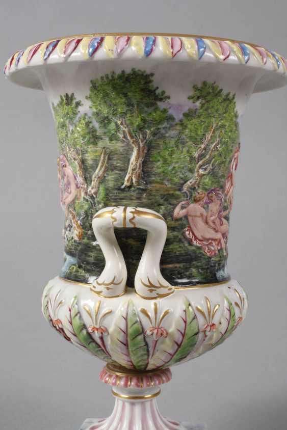 Crater vase in Capodimonte style - photo 3