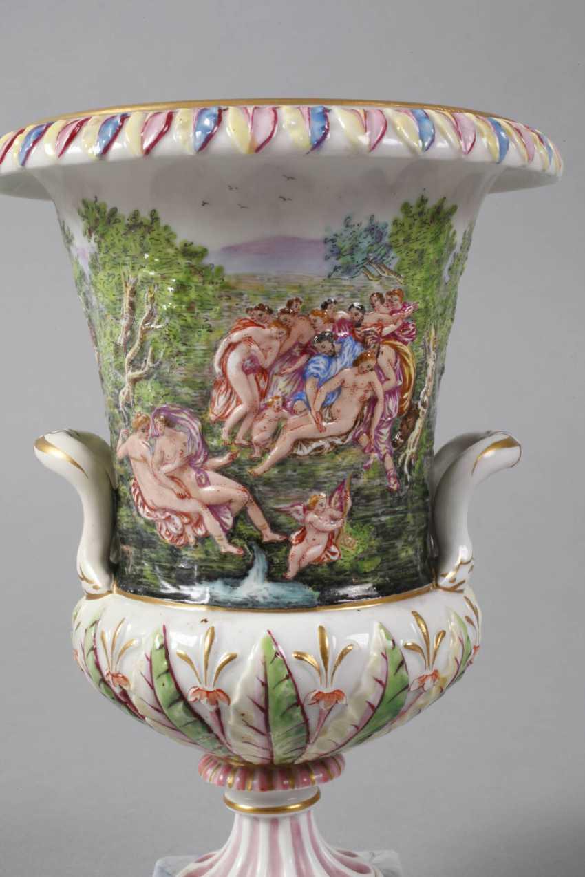 Crater vase in Capodimonte style - photo 4