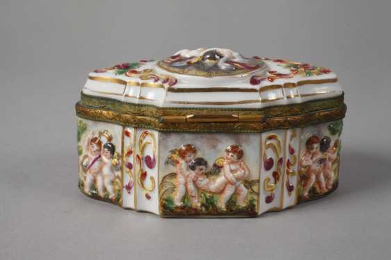 Lidded box in the Capodimonte style - photo 3