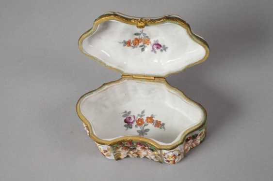 Lidded box in the Capodimonte style - photo 5
