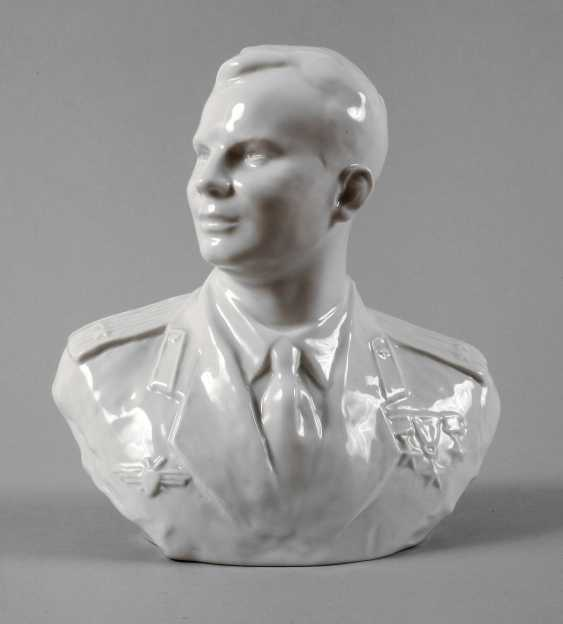 Lomonosov Bust Of Yuri Gagarin - photo 1