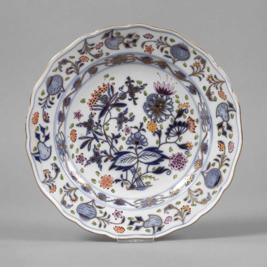 """Meissen dinner plate with a shadowed """"onion pattern"""" - photo 1"""