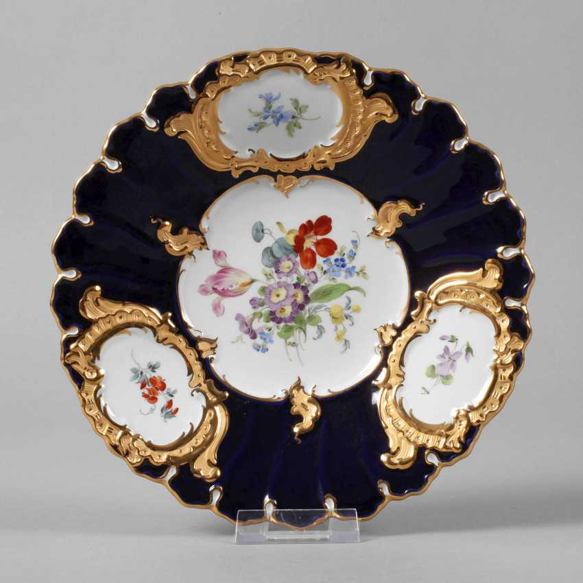 Meissen small ceremonial plate with flowers painting and cobalt Fund - photo 1