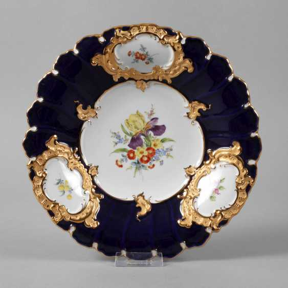 Meissen ceremonial plate with flowers painting and cobalt Fund - photo 1