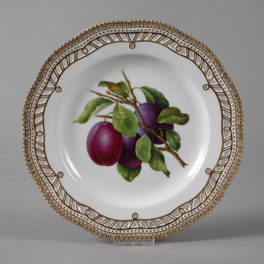 Royal Copenhagen, dinner plate Flora Danica - photo 1