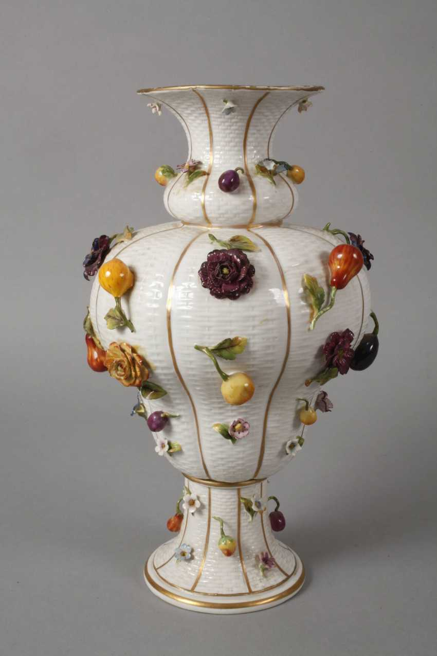Thuringia large vase couple with flowers and fruits decoration - photo 2