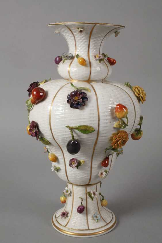Thuringia large vase couple with flowers and fruits decoration - photo 3