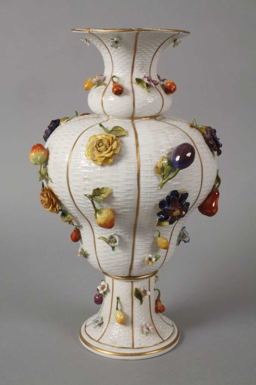 Thuringia large vase couple with flowers and fruits decoration - photo 4