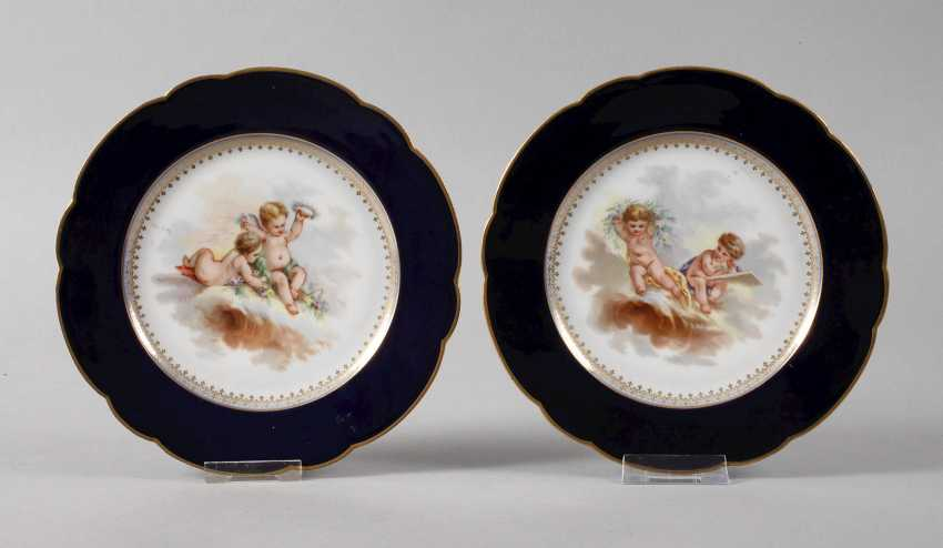 France Pair of plates with putti motif - photo 1