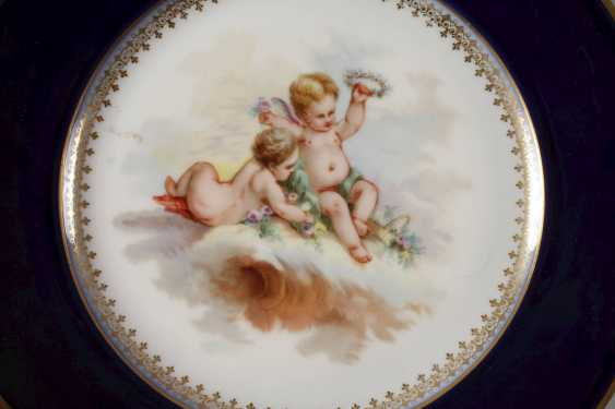 France Pair of plates with putti motif - photo 2