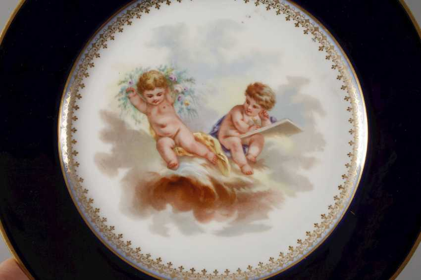 France Pair of plates with putti motif - photo 3