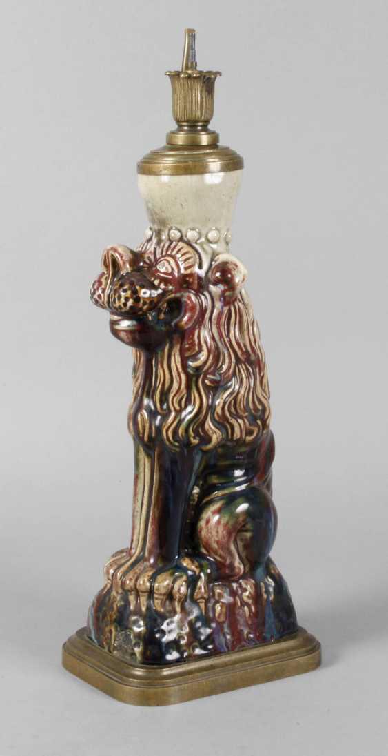 Lion as a lamp base - photo 1