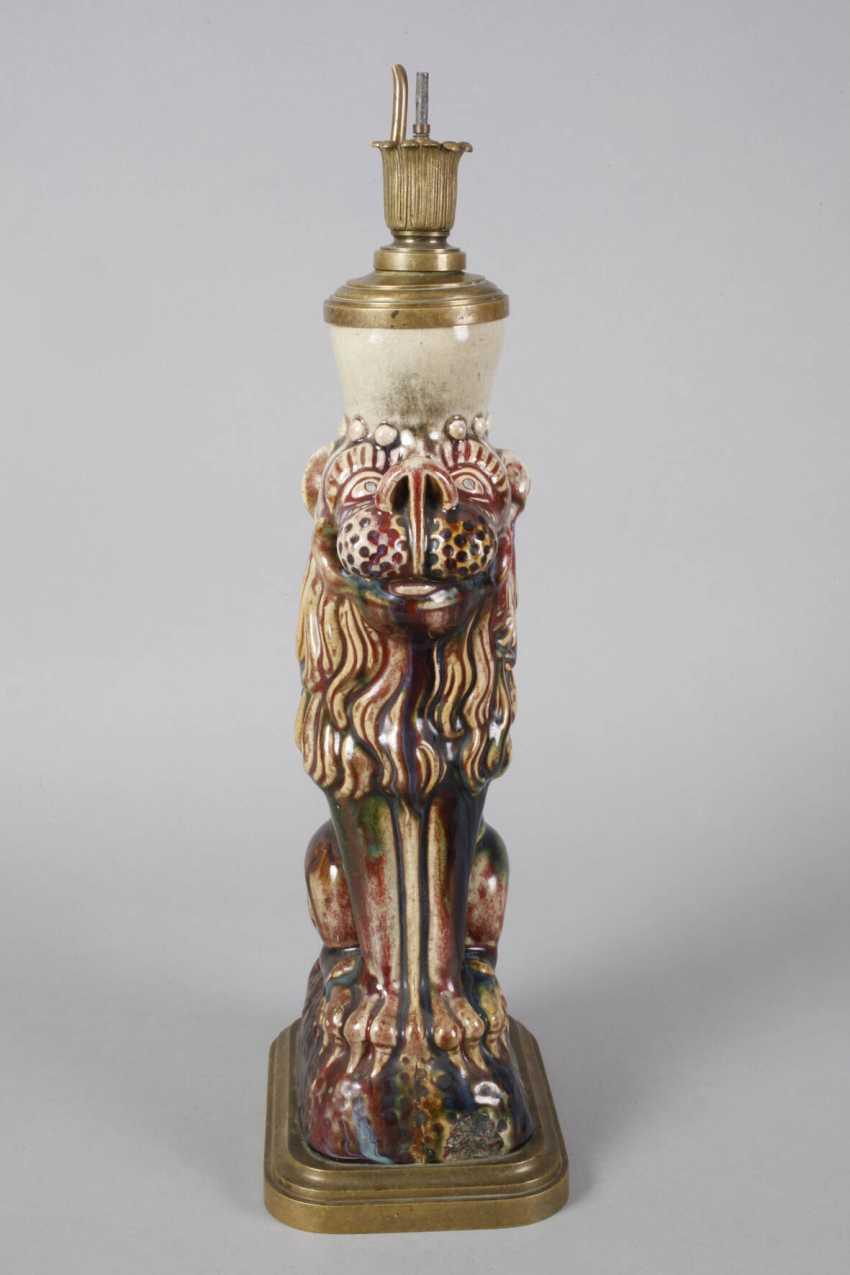 Lion as a lamp base - photo 3