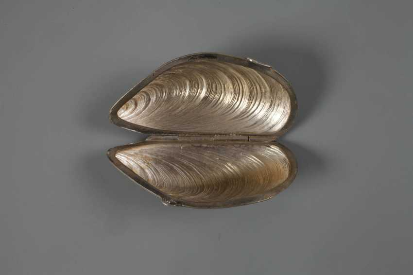Silver mussel as a pill box - photo 2