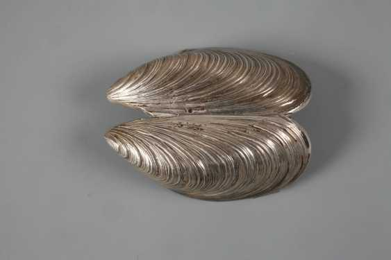 Silver mussel as a pill box - photo 3