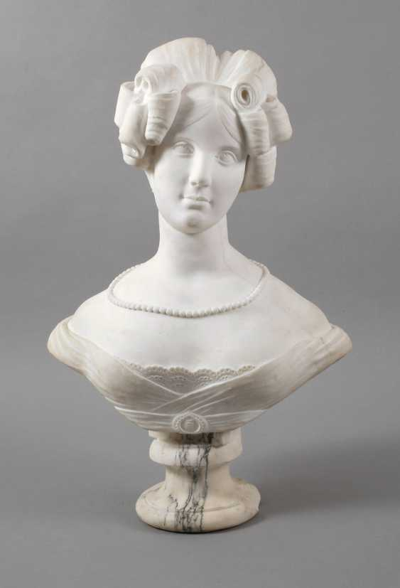 Marble bust of Amalie Auguste, Queen of Saxony - photo 1