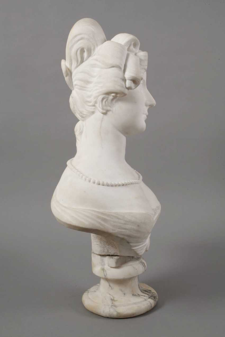 Marble bust of Amalie Auguste, Queen of Saxony - photo 4
