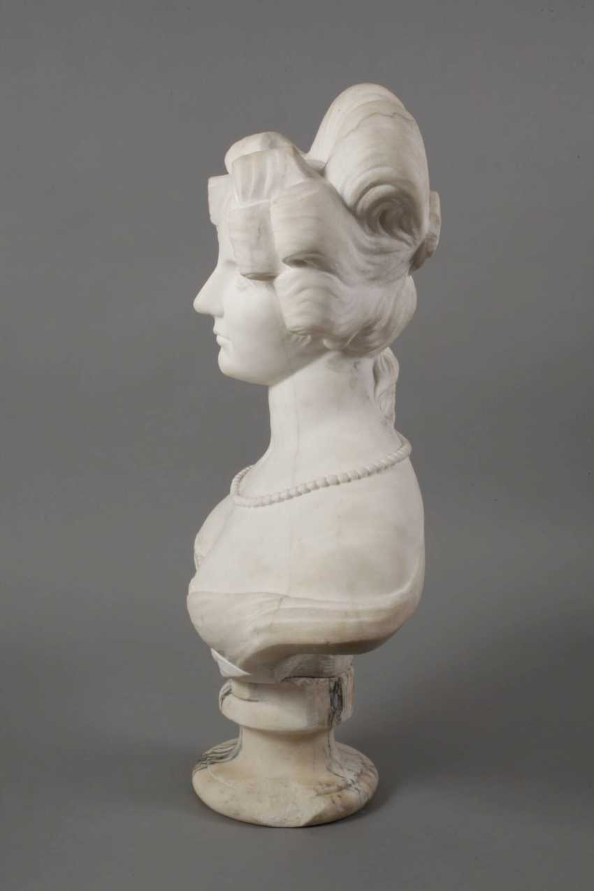 Marble bust of Amalie Auguste, Queen of Saxony - photo 8