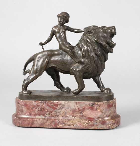 Max Valentin, Armor on lion - photo 1