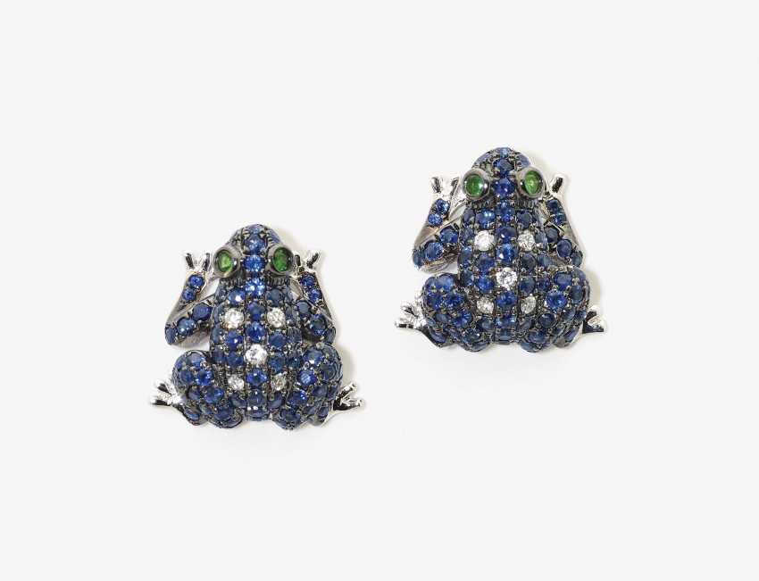 """A Pair of stud earrings """"frogs"""" with sapphires, diamonds and Tsavorites - photo 1"""