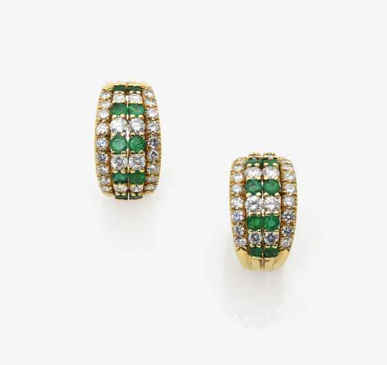 A Pair of clip earrings with emeralds and brilliant-cut diamonds - photo 1
