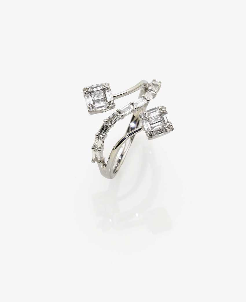 Tender Vis-à-Vis Ring with brilliant and diamonds - photo 1
