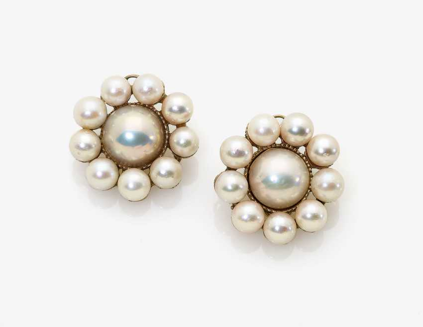 A Pair of clip-on earrings with cultured pearls - photo 1