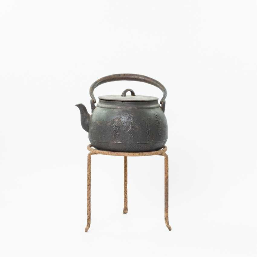 tetsubin bouilloire en fonte japon poque meiji 1868 1912 lot 1198. Black Bedroom Furniture Sets. Home Design Ideas