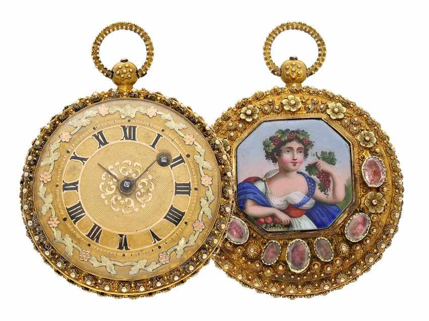 """Pocket watch: Golden pageantry-Spindeluhr with special housing decoration and ultra-fine enamel magnifying glass painting """"The wine goddess"""", probably Geneva, circa 1830 - photo 1"""